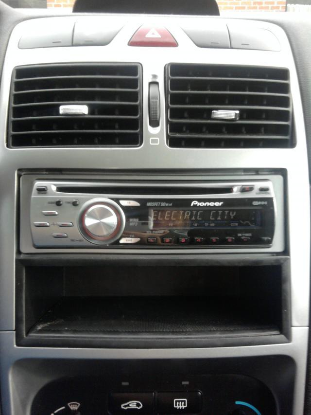Peugeot 307 be ma petite lionne bye bye for Antenne autoradio interieur
